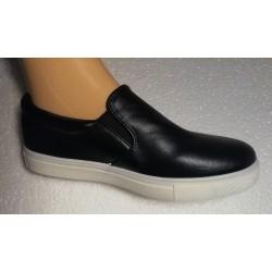 Juodos spalvos batai
